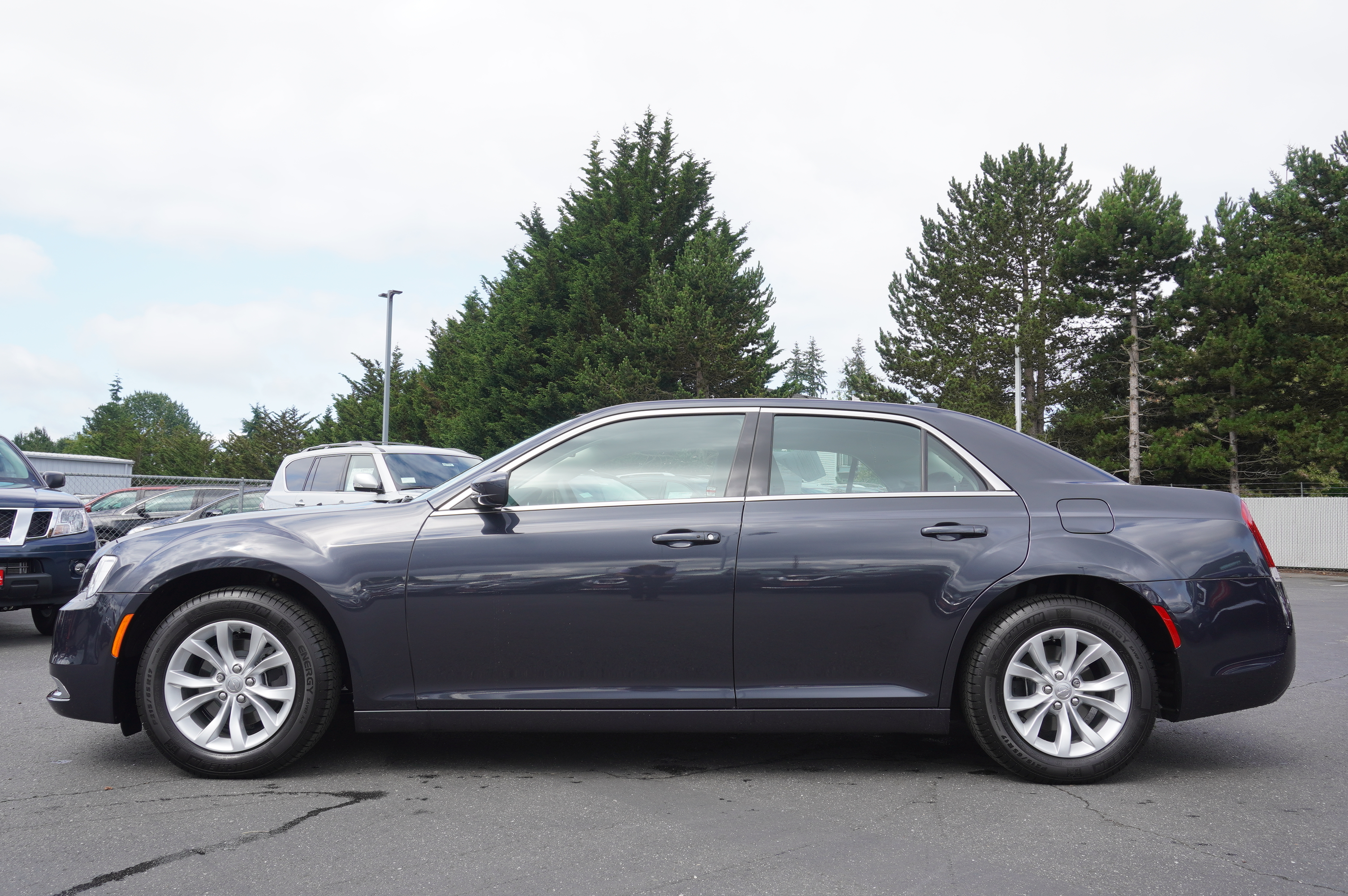 Pre-Owned 2019 Chrysler 300 Touring